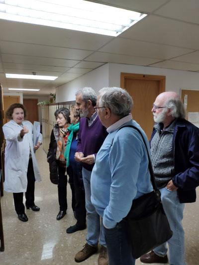 Visita a exposición de instrumentos antiguos en la facultad de Farmacia
