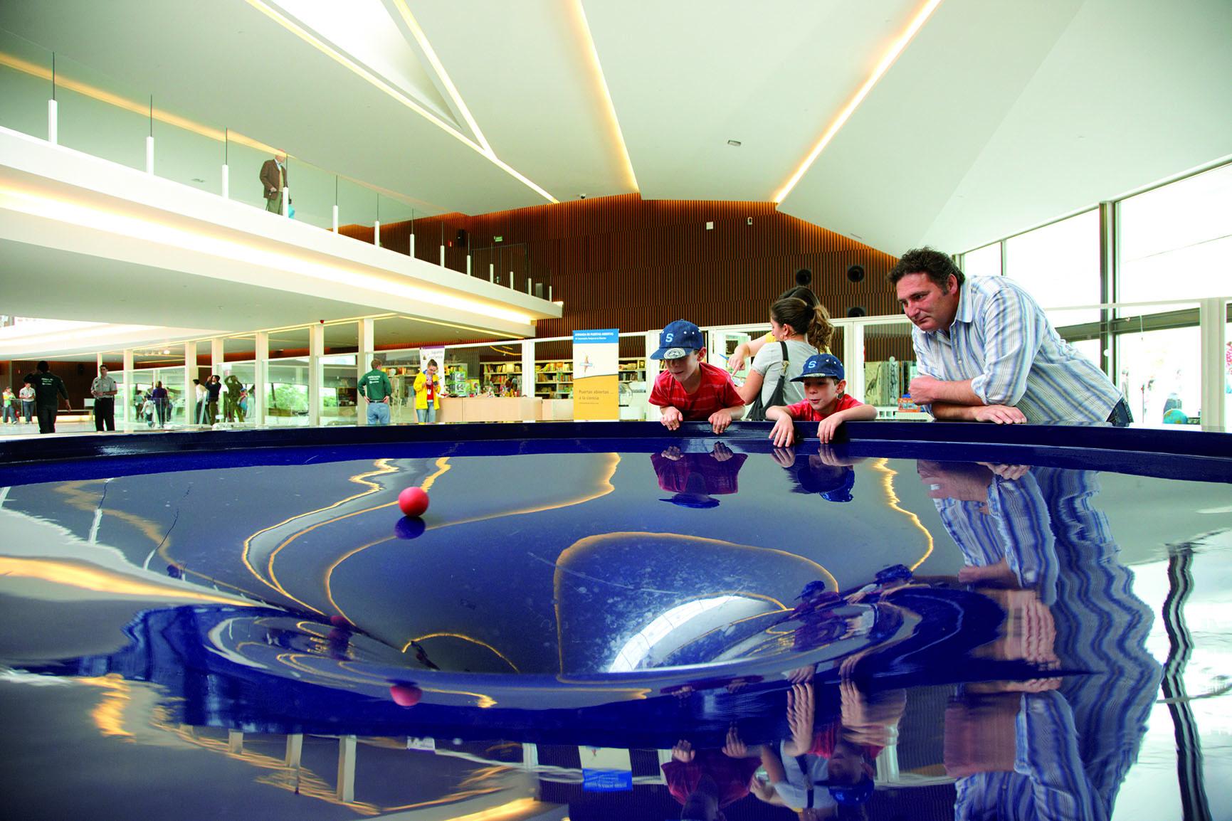 Módulo Agujero Negro, instalado en la Galería Cultural